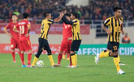 Có thành tích không tốt ở AFF Cup và không thi đấu trận nào torng tháng nhưng Việt Nam vẫn dẫn đầu khu vực Đông Nam Á