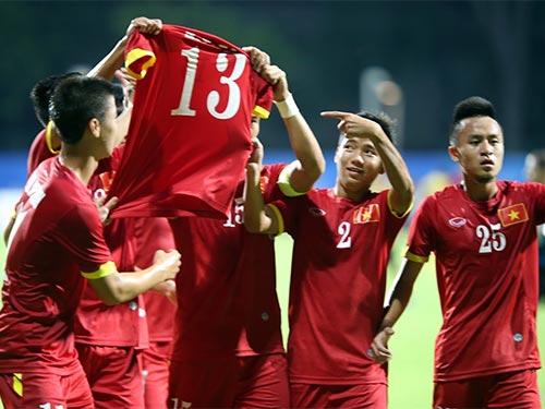 Hình ảnh cảm động của cầu thủ U23 Việt Nam: Nhắc mọi người nhớ đến Tấn Tài, hậu vệ bị chấn thương phải rời khỏi giải sau lượt đầu  Ảnh: QUANG LIÊM