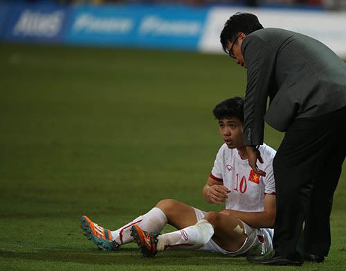 Bóng đá vẫn là môn thể thao thu hút nhất- Tuy đoạt HCĐ tại SEA Games 28 nhưng hình ảnh cầu thủ Công Phượng buồn bã và Mạc Hồng Quân đẫm nước mắt rời sân, sau trận thua Myanmar ở bán kết vẫn là hình ảnh được nhiều người biết đến.