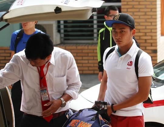 Tiền đạo Tuấn Tài và tiền vệ Thanh Tùng (ảnh dưới) chia tay Olympic Việt Nam sau gần 1 tháng tập trung