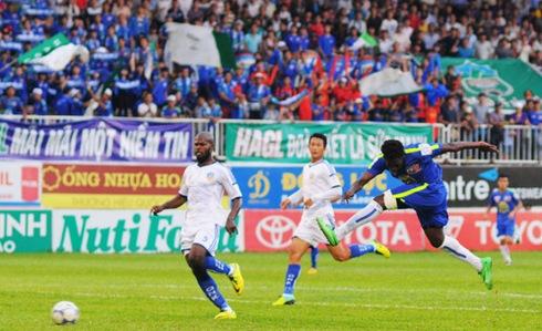 Sanogo ghi bàn mở tỉ số Ảnh: VTV
