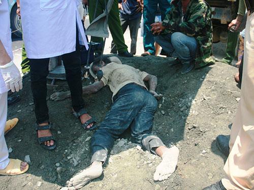 Ông Thạnh bị đống đất từ chiếc xe tải vùi lấp hơn 10 phút