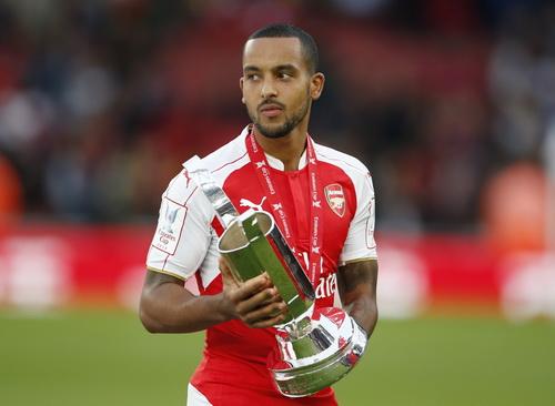 Walcott ghi bàn duy nhất, đem cúp về cho Arsenal sau 5 năm