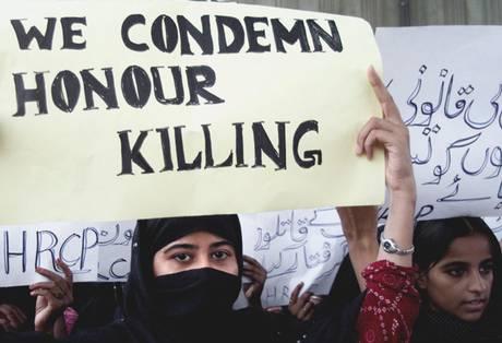 Phụ nữ Pakistan biểu tình phản đối tình trạng giết người vì danh dự. Ảnh: EPA