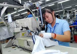 Mong ước có tích lũy từ thu nhập với số đông công nhân là điều viễn vong  ẢNH: KHÁNH CHI