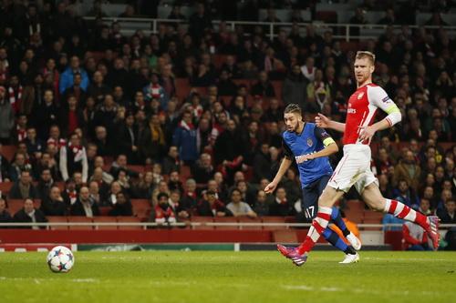 Yannick Carrasco ấn định chiến thắng 3-1, nhấn chìm Arsenal trên đất Anh