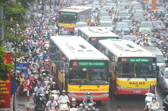 Ùn tắc giao thông trên đường Tây Sơn, quận Đống Đa, TP Hà Nội