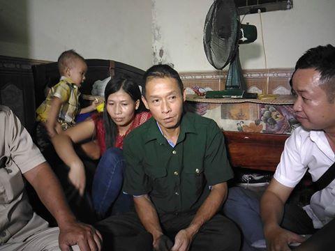 Ông Đinh Ngọc Thạch trở về nhà cùng người thân và đồng đội