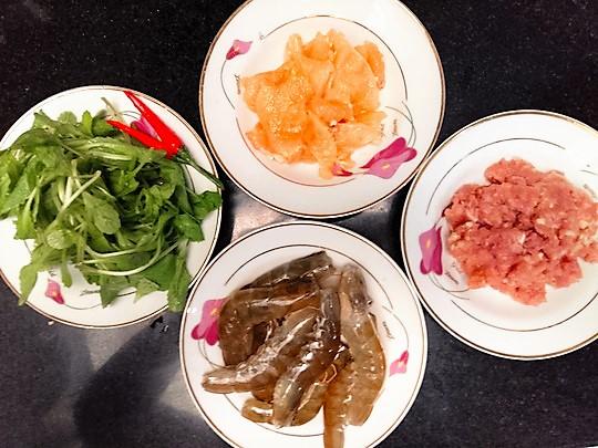 Thực phẩm tươi ngon cho món mì Quảng trộn