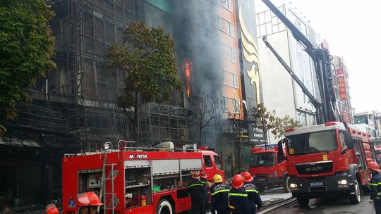 Hiện trường vụ cháy quán karaoke khiến 13 người chết