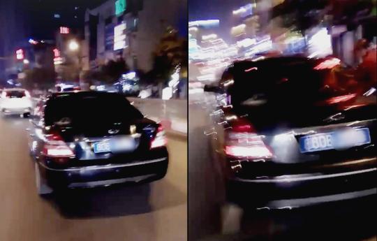 Chiếc xe biển xanh do ông Đinh Mạnh Hùng điều khiển