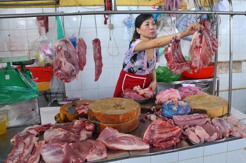 Do một số khó khăn nhất định nên đề án truy xuất nguồn gốc thịt heo chỉ mới thí điểm tại các kênh bán hàng hiện đại, chưa áp dụng tại các chợ Ảnh: TẤN THẠNH