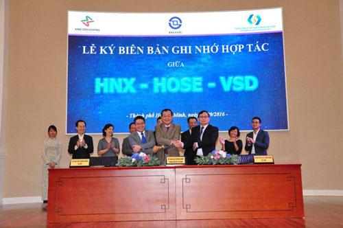 Sở Giao dịch chứng khoán Hà Nội, Sở Giao dịch chứng khoán TP HCM và Trung tâm Lưu ký chứng khoán Việt Nam ký kết biên bản ghi nhớ hợp tác