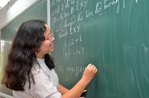 Học sinh lớp 12 Trường THPT Bùi Thị Xuân (TP HCM) trong giờ học môn toán Ảnh: Tấn Thạnh