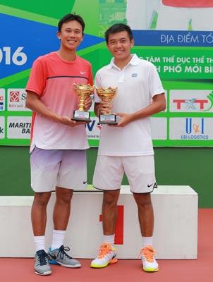 Tay vợt Lý Hoàng Nam cùng đồng đội Ti Chen vô địch đôi nam giải F9