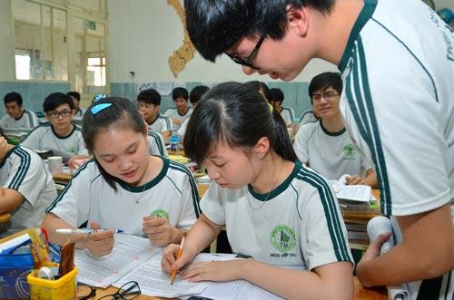 Học sinh trong giờ ôn tập môn lịch sử Ảnh: TẤN THẠNH