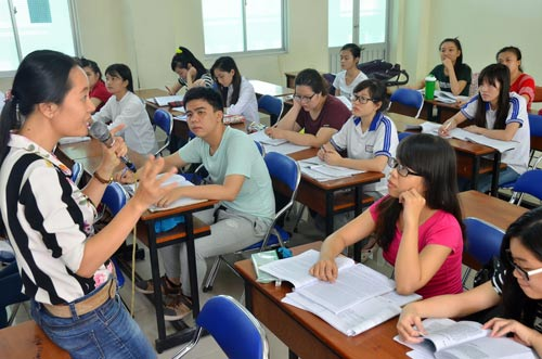 Sinh viên Trường ĐH Sư phạm TP HCM trên giảng đường Ảnh: TẤN THẠNH