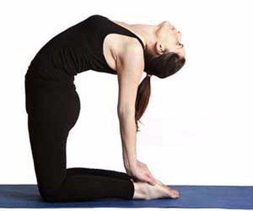 Tập yoga có thể giúp giảm huyết áp ở người bị cao huyết áp nhẹ Ảnh: NUTRIHEALTHLINE