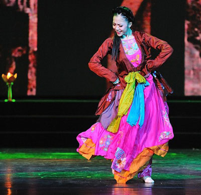 """Nghệ sĩ múa Linh Nga trong tác phẩm """"Đào liễu"""" Ảnh: Dũng Dkul"""