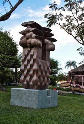 """Tác phẩm """"Hội tụ"""", đoạt giải nhì, của nhà điêu khắc Nguyễn Hồng Dương"""