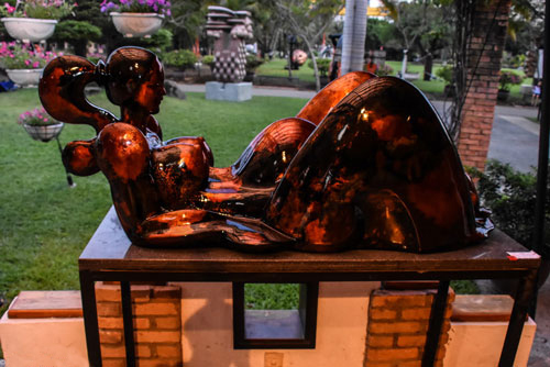 """Tác phẩm """"Thế giới ảo"""", đoạt giải ba, của nhà điêu khắc Nguyễn Uyên Khoáng"""