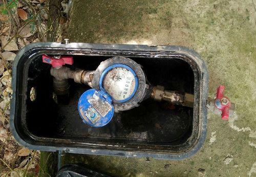 Sau khi gắn đồng hồ nước, người dân không sử dụng mà khóa lại nên rất lãng phí