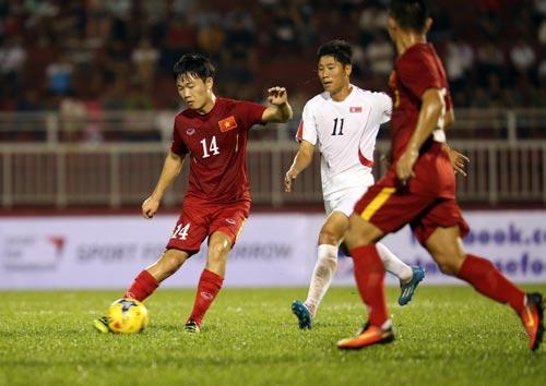 Xuân Trường tỏa sáng trong trận thắng Triều Tiên 5-2 và người quản lý của anh tại CLB Incheon (trái - ảnh dưới) Ảnh: QUANG LIÊM - MINH NGỌC