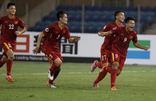 Đức Chinh (9) và đồng đội sau chiến thắng 2-1 trước U19 Triều Tiên Ảnh: AFC