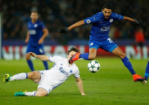 Mahrez và Leicester đang bay cao ở Champions League, trái ngược với phong độ tại Premier League Ảnh: REUTERS