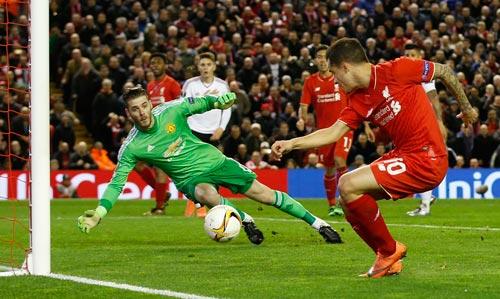 Thủ môn De Gea và hàng thủ M.U sẽ đối mặt với hàng công Liverpool năng động, sắc sảo Ảnh: REUTERS