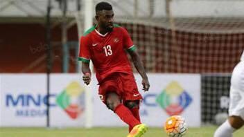 Rudolof Basna là một trong hai trung vệ trụ cột của Indonesia