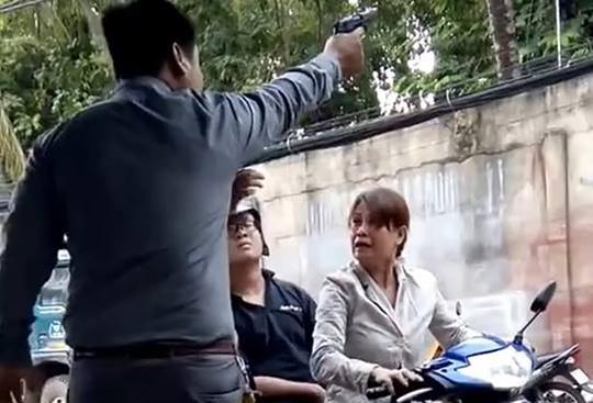 Hình ảnh ông giám đốc nổ súng bắn thị uy ở TPHCM (ảnh cắt từ clip)