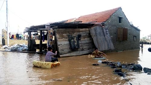 Nước lũ dâng cao đã cuốn trôi nhiều đồ đạc của người dân xã Quảng Lộc, thị xã Ba Đồn, tỉnh Quảng Bình. Ảnh: Thanh Tuấn