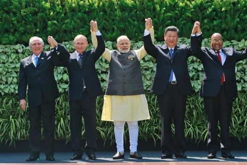 Lãnh đạo các nước thành viên BRICS tại hội nghị ở bang Goa - Ấn Độ hôm 16-10 Ảnh: AP