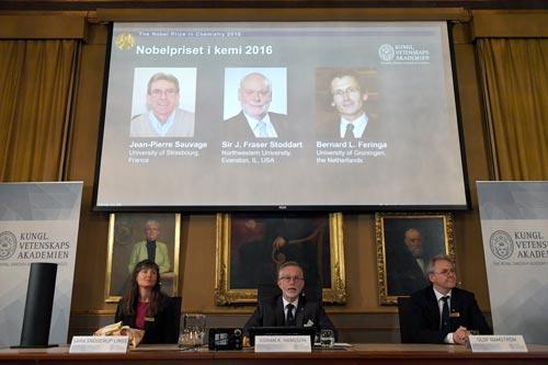 Buổi họp báo công bố giải Nobel Hóa học hôm 5-10 Ảnh: REUTERS