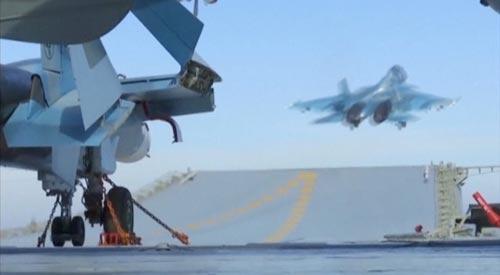 Chiến đấu cơ xuất kích từ tàu sân bay Đô đốc Kuznetsov để không kích tại SyriaẢnh: REUTERS