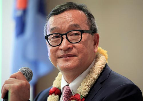 Lãnh đạo CNRP Sam Rainsy phát biểu tại một khách sạn ở thủ đô Manila - Philippines vào tháng 6 Ảnh: REUTERS