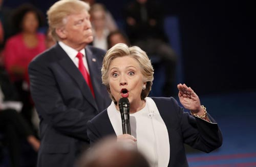 Ứng viên Đảng Dân chủ Hillary Clinton tràn trề tự tin trước khi bước vào cuộc tranh luận cuối cùng. Ảnh: REUTERS