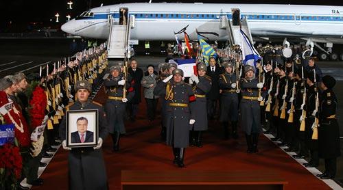 Thi thể Đại sứ Nga Andrei Karlov được đưa về thủ đô Moscow hôm 20-12 Ảnh: SPUTNIK