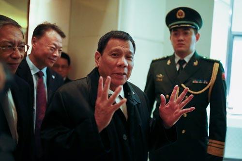 Tổng thống Philippines Rodrigo Duterte tại Bắc Kinh hôm 18-10 Ảnh: REUTERS