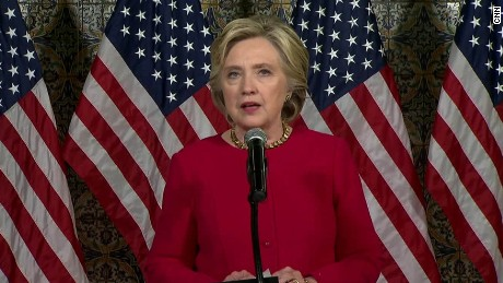 Bà Hillary Clinton chỉ trích ông Trump trước cáo buộc mua thép, nhôm giá rẻ Trung Quốc. Ảnh: CNN