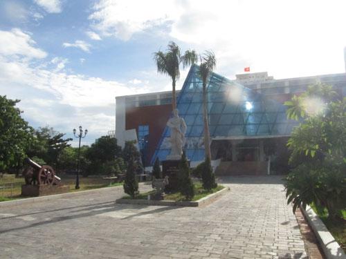 Bảo tàng Đà Nẵng nằm trong khuôn viên Thành Điện Hải, xâm phạm nghiêm trọng khu vực bảo vệ 1