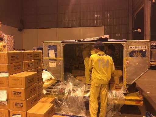 Vietnam Airlines vận chuyển khẩn cấp hàng cứu trợ miền Trung