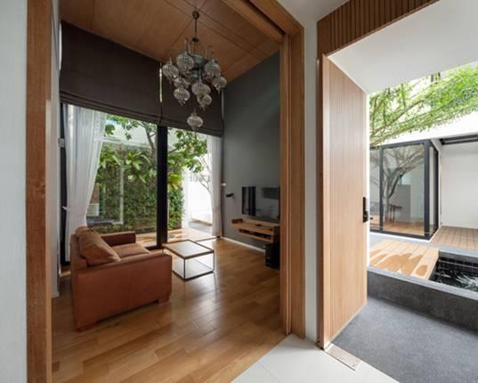 Cả 2 khu của căn nhà được thiết kế với 2 phòng khách, 3 phòng ngủ, 4 phòng tắmcùng các hệ thống bếp, nhà vệ sinh giống nhau