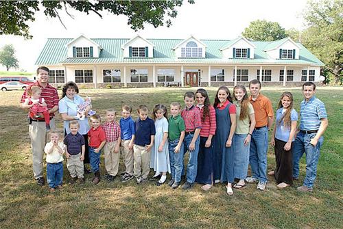 Cặp vợ chồng ở Arkansas (Mỹ) đẻ con đầu lòng vào năm 1988 và con út vào năm 2009