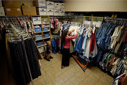Phòng chứa đồ khá gọn gàng dù số lượng trang phục rất nhiều