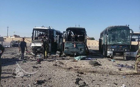 Bãi đậu xe dành cho khách hành hương người Shiite đến thăm nhà thờ Hồi giáo al-Askari ở TP Samarra bị đánh bom. Ảnh: Samarra TV