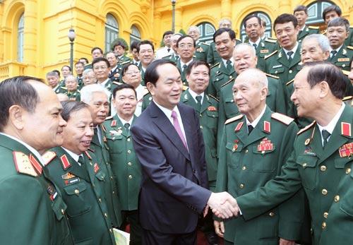 Chủ tịch nước gặp mặt các thế hệ cán bộ Cục Tác chiến Ảnh: TTXVN