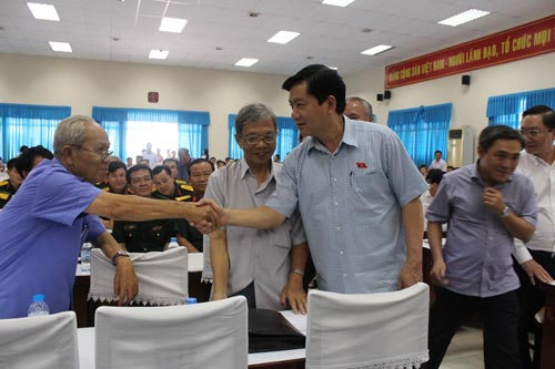 Ủy viên Bộ Chính trị, Bí thư Thành ủy TP HCM Đinh La Thăng trong một lần tiếp xúc cử tri huyện Hóc Môn Ảnh: TRƯỜNG HOÀNG