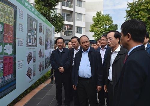 Thủ tướng Nguyễn Xuân Phúc thăm một dự án nhà ở xã hội tại Hà Nội Ảnh: QUANG HIẾU